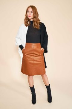 box-of-style-fall-2016-donni-charm-cape-nighttime-look-600x900
